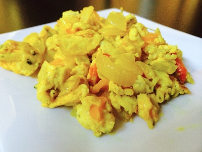 Scrambled eggs with turmeric